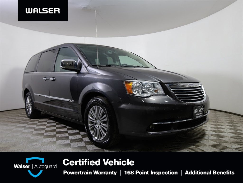 Pre-Owned 2016 Chrysler Town & Country Anniversary Edition